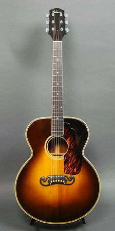 Gibson SJ-100 (1939) : Stair step headstock. Adirondack Spruce top, Mahogany back & sides.