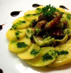 Insalata di polpo con patate e salsa al prezzemolo #italianfood #italianrecipe