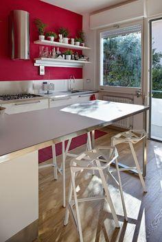 Cucina: ACRILINEA  sgabelli: MAGIS Home Kitchens, Spaces, Interior Design, Table, Furniture, Home Decor, Nest Design, Decoration Home, Home Interior Design