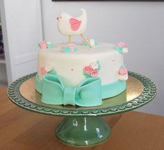 Pequeno e Charmoso Bird Cakes, Cupcake Cakes, Bolo Laura, Cake Decorating Frosting, Baby Girl Cakes, Shower Bebe, Fondant Flowers, Sugar Art, Love Cake