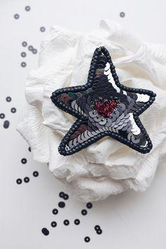 Брошь звезда из бисера Embroidered bead brooch  star. Bead jewelry