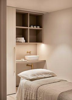Spa Room Decor, Massage Room Decor, Beauty Room Decor, Massage Room Design, Beauty Salon Design, Beauty Salon Interior, Beauty Room Salon, Beauty Salons, Beauty Studio