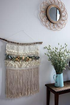 Tapestry Weaving, Loom Weaving, Hand Weaving, Yarn Crafts, Diy Crafts, Weaving Wall Hanging, Weaving Projects, Weaving Techniques, Dried Flowers