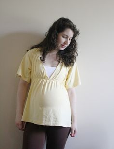 The Deep Vee Nursing & Maternity Tunic tutorial Sewing Maternity Clothes, Maternity Tunic, Nursing Clothes, Maternity Fashion, Maternity Nursing, Nursing Tunic, Nursing Wear, Nursing Tops, Tunic Tutorial