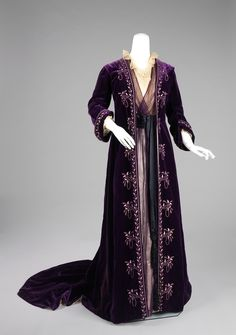 Embroidered purple velvet robe with train over purple and cream sheers dress. Edwardian tea gown from 1905 by Worth.