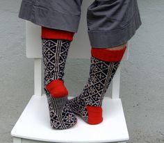 Ravelry: urkigurki's Norwegian Socks (two-handed knitting #2)