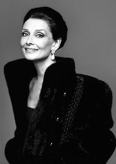 "Audrey Hepburn photographed by Richard Avedon in New York (USA), for ""What Becomes A Legend Most"" by Blackglama, in 1987 wearing a black fur jacket with embroidered details by Blackglama, evening gown of Hubert de Givenchy and YSL earrings Richard Avedon, Style Audrey Hepburn, Katharine Hepburn, Divas, Fair Lady, Classic Beauty, Timeless Beauty, Timeless Elegance, Grace Kelly"