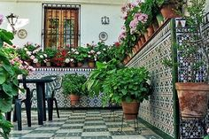 Solution How to achieve a patio with Andalusian style - Modern Modern Classic Interior, Garden Tiles, Terrace Garden Design, Enclosed Patio, Luxury Restaurant, Flagstone Patio, Spanish Style Homes, Patio Bar, Small Patio