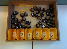 Self-made number box. Montessori Activities, Preschool Learning, Kindergarten Math, Learning Centers, Teaching Kids, Early Years Maths, Finger Gym, Funky Fingers, Nursery Activities