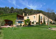 Mas Rossinyol, new listing halfway between #Girona and #Barcelona with indoor and outdoor pools http://www.charmingvillas.net/barcelona-area/mas-rossinyol.html
