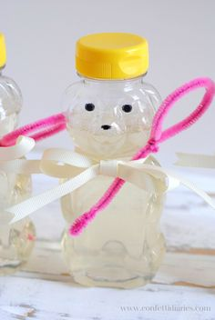 7 Crafts to Celebrate a Teddy Bear Picnic: Honey Bear Bottle Bubble Favors