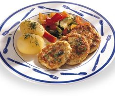 Helposti taiotut kalamurekepihvit Eggs, Meat, Chicken, Breakfast, Food, Morning Coffee, Essen, Egg, Meals