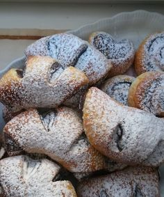 Helenkine dobroty - Kváskové čoko-kokosové rohlíčky Bread, Food, Meal, Essen, Hoods, Breads, Meals, Sandwich Loaf, Eten