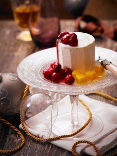 Kardamom-Honigparfait mit Cranberries und Mango I © GUSTO / Dieter Brasch I www.gusto.at