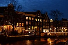 By night . . . . . #amsterdam  #netherlands #holland #dutch #europe #travel #night #lights #dark #contrast #canal #houses #boat #picture