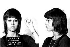 Zollbeamte nahmen Jane Fonda 1970 am Flughafen in Cleveland fest, weil sie komische Pillen im Gepäck hatte. Später entpuppten sich die Tabletten als Diätpräparat.