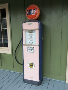 An old Gulf gas pump alongside a building in Kinsman, Ohio. Old Gas Pumps, Vintage Gas Pumps, Oil Companies, Pompe A Essence, Old Gas Stations, Porcelain Signs, Pump It Up, Man Cave, Fields