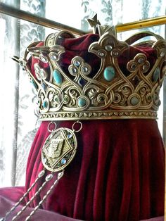 Crown of Queen Marie of Romania - the trailing bit for the back, and not a coin shape.