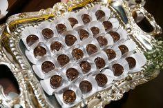 Mas eu fiquei mais feliz ainda ao ver que os nossos convidados amaram e vieram elogiar os doces finos e bem casados.