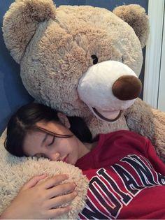 Huge Teddy Bears, Giant Teddy Bear, Big Teddy, Teddy Photos, Teddy Bear Pictures, Teen Photo Shoots, Girl Photo Poses, Cute Kids Photography, Girl Photography Poses