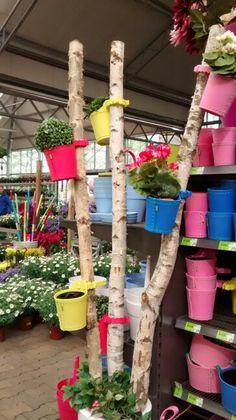 Fleurige potjes voor aan een boomstam of regenpijp