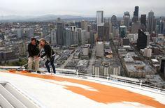 Space Needle returns to its original color via Seattle PI