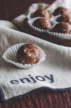 3 ingredient chocolate hazelnut date energy bites, date recipes, energy balls, energy balls, energy ball recipes from @sweetphi