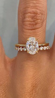 Wedding Rings Sets Gold, Wedding Band Sets, Diamond Wedding Bands, Wedding Ring With Band, Vintage Wedding Ring Sets, Pretty Wedding Rings, Types Of Wedding Rings, Stackable Wedding Bands, Classic Wedding Rings