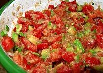 Rajčatový salát s avokádem a tuňákem Salsa, Ethnic Recipes, Food, Gravy, Salsa Music, Meals, Yemek, Dip, Eten