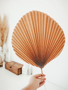 Diy Home 82985 To be produced in several sizes, in kraft paper and in green color to decorate your wedding or tropical party. Diy Flowers, Paper Flowers, Paper Leaves, Papier Kind, Pinterest Diy Crafts, Origami, Diy Y Manualidades, Art Diy, Diy Paper