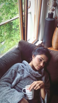 Find images and videos about cute, nice and coiled up on We Heart It - the app to get lost in what you love. Beauty Full Girl, Cute Beauty, Murat And Hayat Pics, Hande Ercel, Turkish Beauty, Turkish Actors, Romantic Couples, Cute Woman, Best Actor