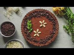 Wielkanocny mazurek bez pieczenia to bardzo łatwy i szybki do przygotowania deser, co jest dużą zaletą, zwłaszcza w gorącym, przedświątecznym okresie, kiedy wystarczająco dużo czasu spędzasz w kuchni. Dzięki temu bardzo szybko przygotujesz ciasto na Wielkanoc. Tiramisu, Ethnic Recipes, Food, Meal, Essen, Hoods, Tiramisu Cake, Meals, Eten