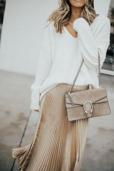 Metallic Pleated Skirt white sweater and shimmery rose gold pleated Midi Skirt in Winter/Fall Minimalistic Outfit Metallic Skirt Outfit, Velvet Pleated Skirt, Metallic Pleated Skirt, Midi Skirt Outfit, Beige Outfit, Winter Skirt Outfit, Skirt Outfits, Spring Look, Spring Summer
