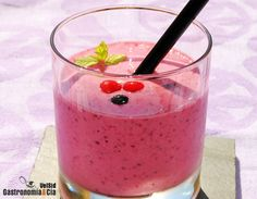 Smoothie de frutos rojos y coco
