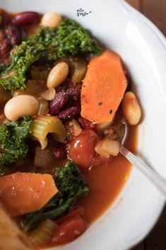 włoska zupa jarzynowa Thai Red Curry, Ramen, Ethnic Recipes, Food, Essen, Meals, Yemek, Eten