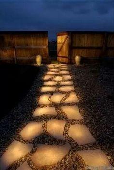Allée de jardin en pierre plate... ...