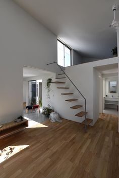 南大桑の家: arc-dが手掛けたリビングです。 Attic Staircase, Stairs, Life Design, House Design, Interior Architecture, Interior Design, Loft House, Location, Home Goods