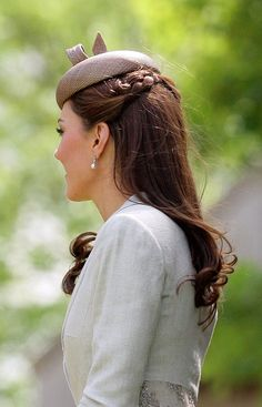 Royal hair inspiration: 11 of the best plaits on Kate Middleton, Queen Letizia, Princess Beatrice and more - Photo 6 Kate Middleton Queen, Princesse Kate Middleton, Kate Middleton Style, Middleton Wedding, The Duchess, Duchess Of Cambridge, Eugenie Of York, Plait Styles, Wedding Guest Hairstyles