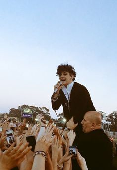 Matty Healy, The 1975 Tumblr, Life Is Beautiful, Love Of My Life, The 1975 Wallpaper, Fine Men, Man Crush, Cool Bands, Music Artists