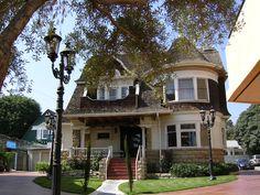 Janes House - 6541 Hollywood Boulevard #JanesHouse #Beautiful #BigHouse #Hollywood #HollywoodBoulevard #Thingstosee #Thingstovisit #WednesdayWisdom #DHmagazine