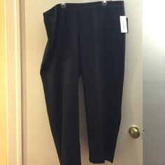 Pull on pants Perfect for work, elastic waist band. Flattering ankle length. Inseam is about 27 inches. Size 24W Pants Ankle & Cropped