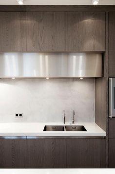 Corian worktop mixed with wood, built in kitchen design by Dylan & van Laatum _