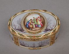 Snuffbox from late 18th Century  Gold enamel
