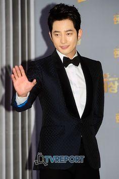 "Park Shi Hoo at the 2011 KBS Drama Awards ~Check him out in ""The Princess' Man"" and one of my favorites, ""Iljimae.""  Both dramas are at dramafever.com.  Enjoy!"