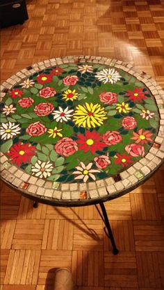 Mosaic Glass, Stained Glass, Mosaic Furniture, Mosaic Flowers, Mosaic Crafts, Diy And Crafts, Christmas Tree, Mosaic Ideas, Holiday Decor