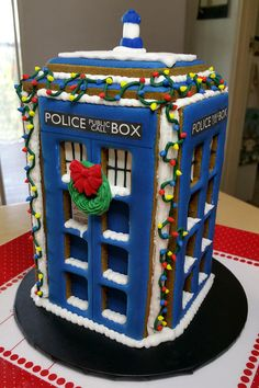 Gingerbread Tardis by LeeLowe
