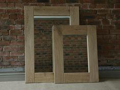 lustro w drewnianej ramie do łazienki