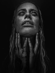 Photo Gin Wigmore par Lee Jeffries on Raw Photography, Emotional Photography, Street Photography, Portrait Photography, Lee Jeffries, Black And White Portraits, Black And White Photography, Mujeres Tattoo, Female Reference