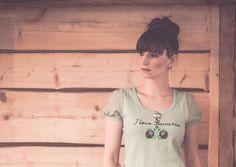 """INSIDER PLATTLING: CHRISTINA KRONAWITTER  Mit ihrem Label """"Mein Herzblut"""" zeigt Christina Kronawitter, dass Tracht und Streetwear zusammenpassen. Die Dirndl-Designerin ist in Plattling zu Hause."""