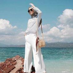 60 Ideas For Fashion Summer Hijab Casual – Hijab Fashion 2020 Hijab Casual, Hijab Chic, Hijab Outfit, Fashion 2020, Hijab Fashion, Muslim, White Jeans, Poses, Beach
